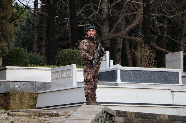 Koç için Zincirlikuyu Mezarlığında anma töreni düzenlendi