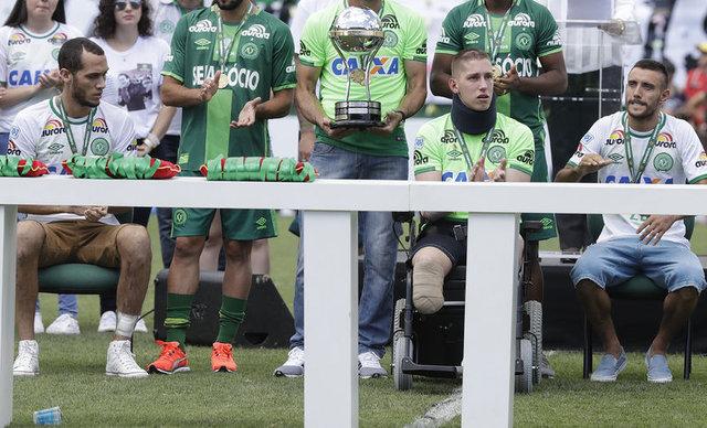 Chapecoense kupayı gözyaşlarıyla kaldırdı