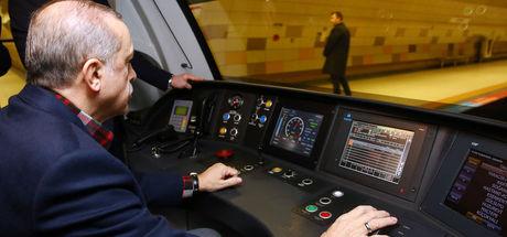 Cumhurbaşkanı Recep Tayyip Erdoğan metronun vatman koltuğuna geçti