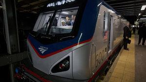 Beyaz Saray'dan çıktı, eve trenle döndü!