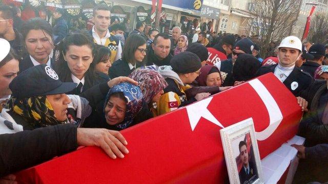 """Şehit Bora Çelik'in parçalanan telefonundan """"son albüm"""" yapıldı"""