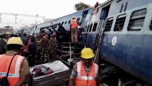 Hindistan'da tren raydan çıktı: 27 ölü