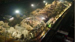 Çin'de 19 katlı apartman 10 saniyede yıkıldı