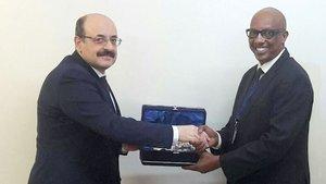 Yekta Saraç, Ruanda YÖK Başkanı ile görüştü