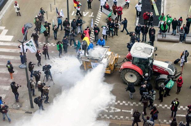 AB Konseyine süt tozu ile protesto