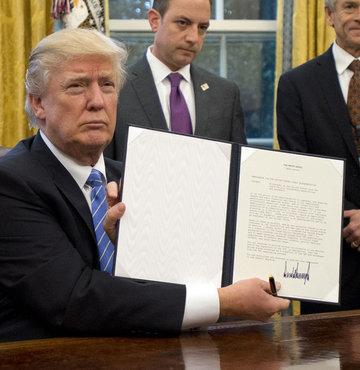 Donald Trump imzaladı ABD resmen çekildi