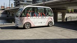 Paris'te toplu taşımada 'şoförsüz otobüs' dönemi