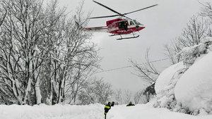İtalya'da yardım helikopteri düştü!
