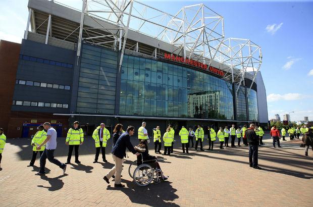 Manchester United engelli taraftarları için Old Trafford'u değiştiriyor