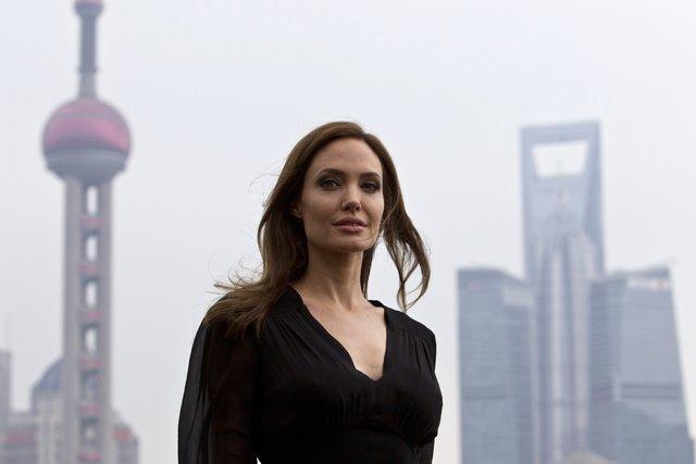 Angelina Jolie, reklam gelirini hayır kurumuna bağışlayacak