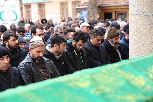 Nişanlı çift Kayseri'de trafik kazası yaptı! Kazada ölen Özgül Köylü cenaze töreniyle toprağa verildi