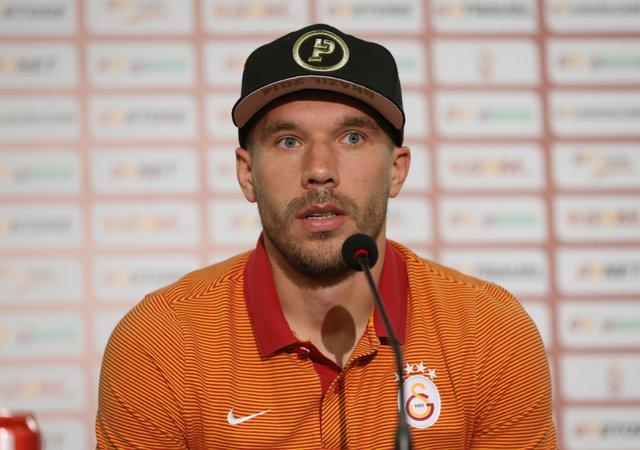 Podolski iddialara böyle cevap verdi: Çaya gelin!