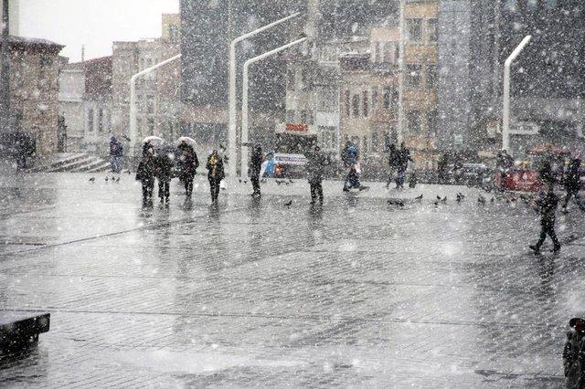 Hava durumu 26.01.2017 İstanbul'da kar yağışı başladı!