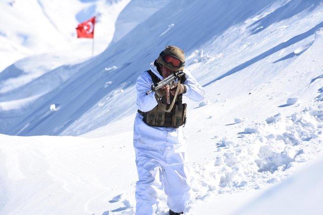 Mehmetçik - 30 derece soğukta destan yazıyor