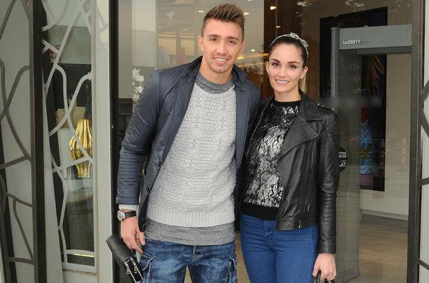 Fernando Muslera, eşi Patricia Collero ile aksesuvar alışverişinde