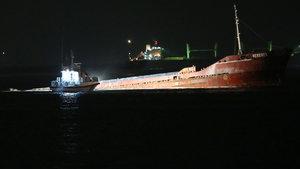 Marmara'da gemi karaya oturdu