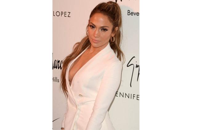 Jennifer Lopez ve derin dekoltesi