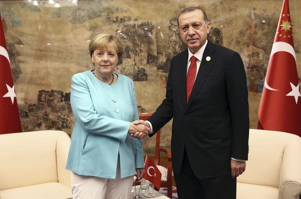 Angela Merkel, kabarık dosyayla geliyor