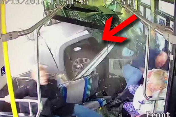 ABD'nin New York eyaletinde kamyon otobüsün içinde sıkışıp kaldı
