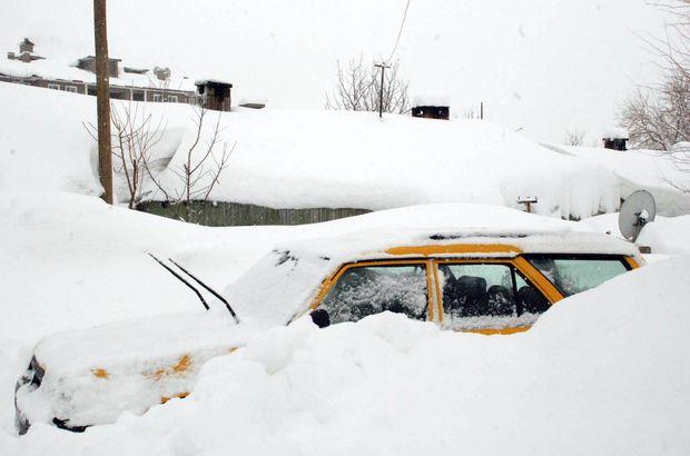 Bitlis'te kar 312 köy yolunu ulaşıma kapattı