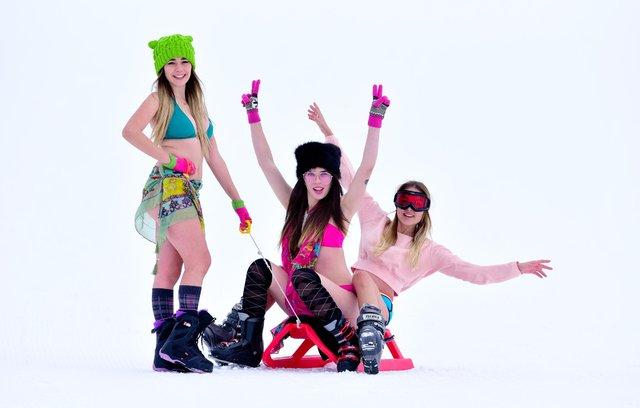 Saklıkent Kayak Merkezi'nde eksi 5 derecede bikini defilesi