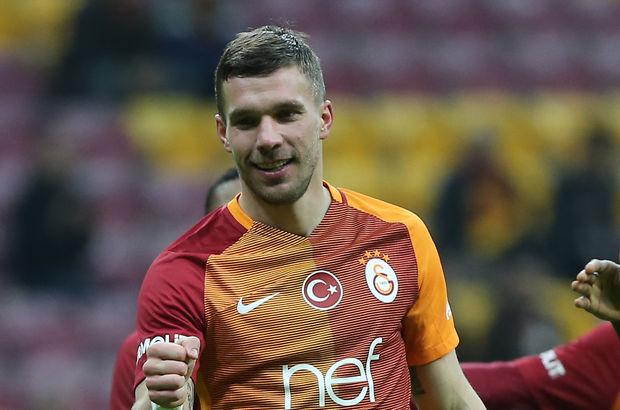 Podolski'den 'pastırma'lı gönderme