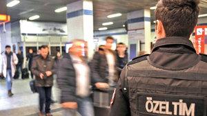 Atatürk Havalimanı'nda kaçak 10 yolcu yakalandı