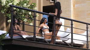 Kim Kardashian ve ailesi tatilde