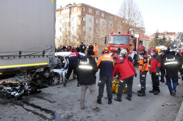 Bolu'da TIR'a çarpan otomobilin sürücüsü İlker Erdi Gülen hayatını kaybetti