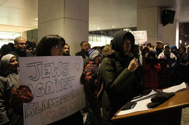 Kanada'da cami saldırısında ölenler için anma törenleri