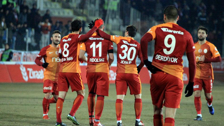 Galatasaraylı futbolcular sevinç