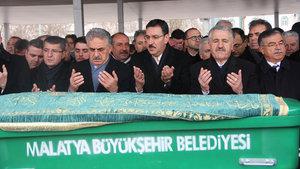 Bülent Tüfenkci'nin annesi son yolculuğuna uğurlandı