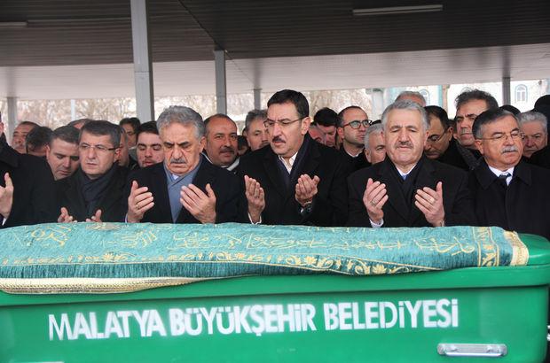 Gümrük ve Ticaret Bakanı Bülent Tüfenkci'nin annesi son yolculuğuna uğurlandı