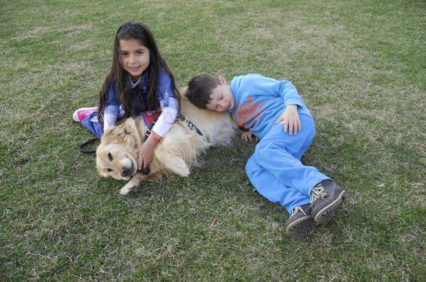 Çocuklar evcil hayvanlarla daha mutlu ilişkiler kuruyor