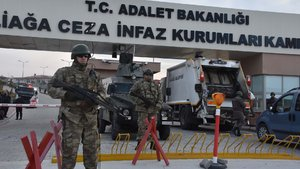 İzmir'deki FETÖ davasında Gülen'i savunması için atanan avukat istifa etti
