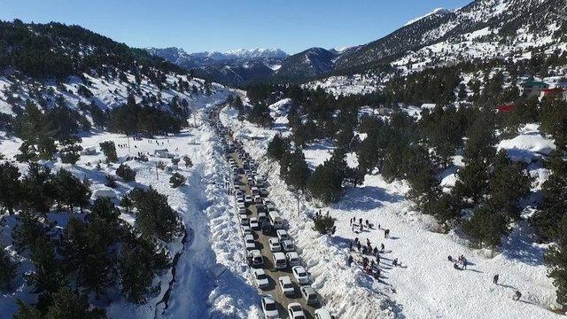 'Kar' gören Adanalılar yollara döküldü