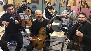 Murat Evgin, ustalardan gitarçello dersi aldı