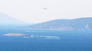 Kardak'ta Türk sahil güvenlik uçağından alçak uçuş