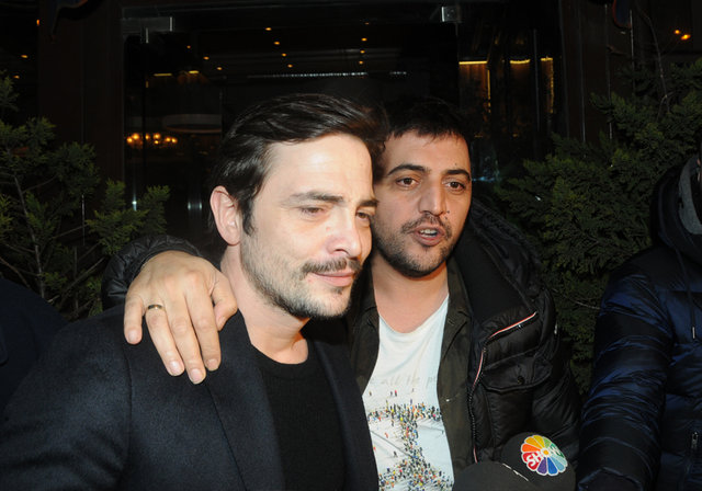 Ahmet Kural yeni filmi üç güzelle kutladı