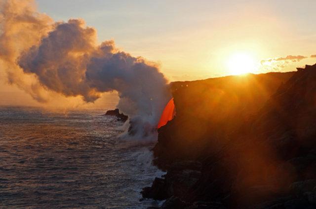Hawaii'deki dev lav akışı böyle görüntülendi
