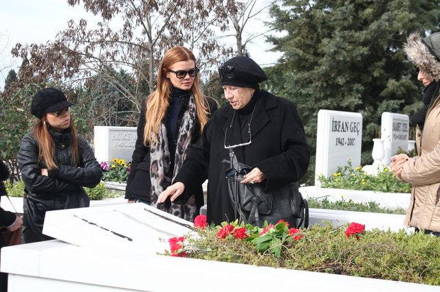 Defne Joy Foster'ın annesinden kızının ölümü ile ilgili açıklama
