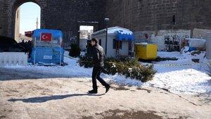Diyarbakır'da polis noktasının yanında pompalıyla rastgele ateş açıldı