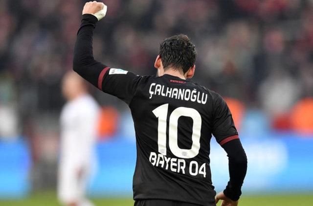 Hakan Çalhanoğlu 4 ay futboldan men edildi