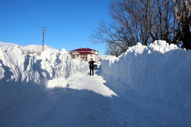 Bingöl Karlıova'da kar yağışı insanları eve hapsetti