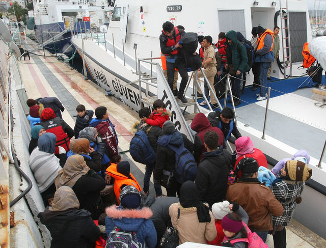 Çeşme açıklarında 62 mülteci yakalandı