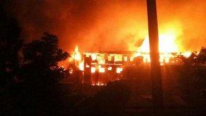 Hindistan'da hükümet binaları ateşe verildi