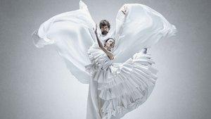 Tan Sağtürk, balerin Elena ile kamera karşısına geçti