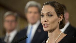 Jolie, Trump'a sert çıktı: İstikrarsızlığa davetiye çıkarıyor