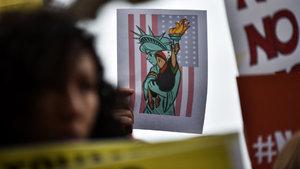 Trump'ın kararından sonra 100 bin vize iptal edildi
