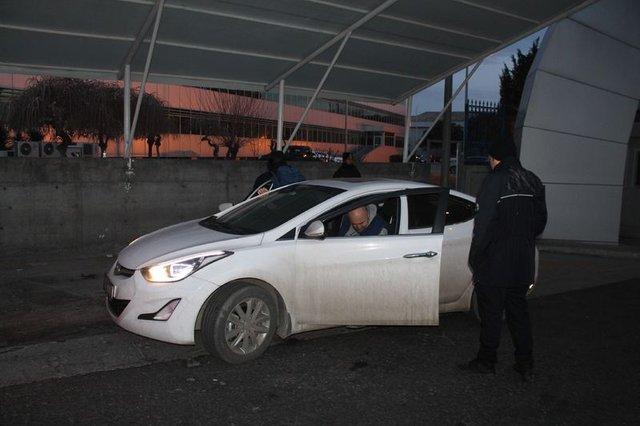 Atatürk Havalimanı'nda şüpheli minibüs polisleri harekete geçirdi